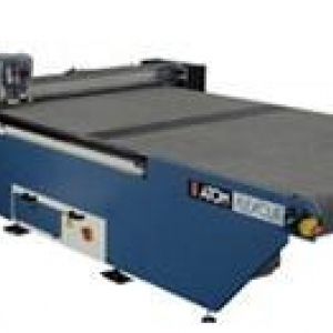 Automatic cutting plotter with blade